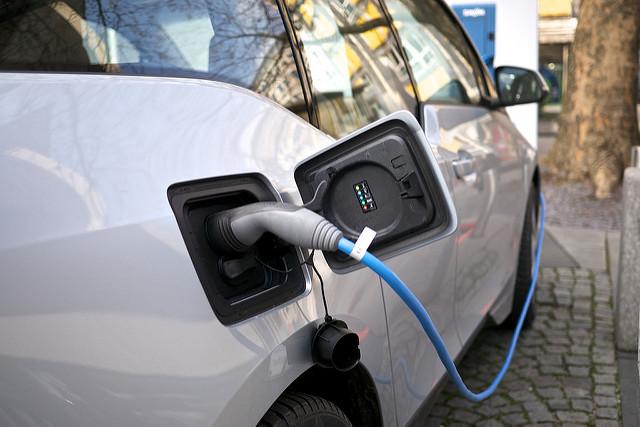 Soomes: Elektriautode laadimispunktide paigaldamiseks eraldatakse miljoneid eurosid
