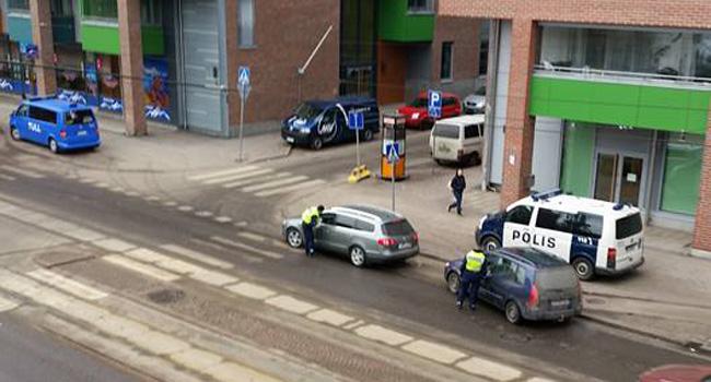 Lugeja küsib: Millal pean oma auto Soomes registreerima? Kas Eestisse kolides saan automaksu tagasi?