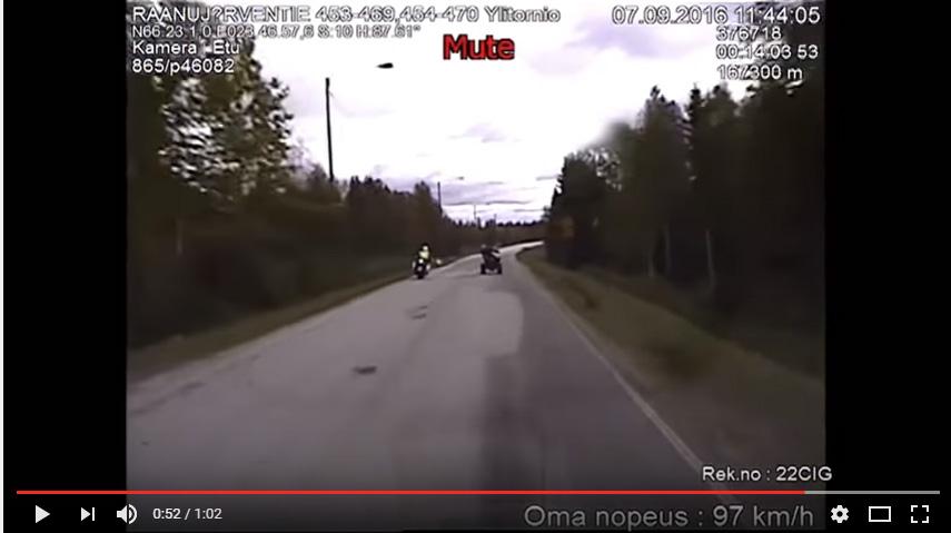 VIDEO | SOOMES: Tagaaetav rammib politsei teelt välja